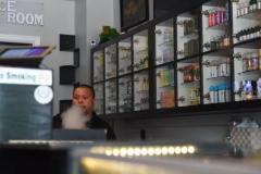 开电子烟实体店赚钱助力英国零售业发展魔笛moti网上商城